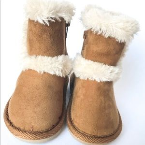 BABY GIRL BOOTS SIZE 2